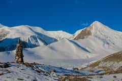 Snö av bergglaciären i Himalaya toppmötestigning fotografering för bildbyråer