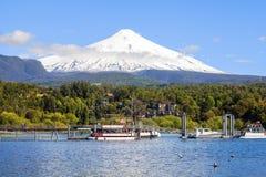 Snö dolda Volcano Villarica, Chile Arkivfoton