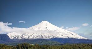 Snö dolda Volcano Villarica, Chile Arkivbilder