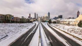 Snö för Atlanta CityscapeTid schackningsperiod arkivfilmer