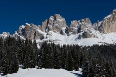 Snö når en höjdpunkt och fördunklar Arkivfoto