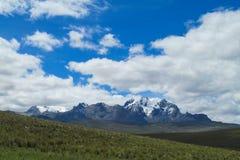 Snö och glaciar i bergmaxima av Anderna Arkivfoton