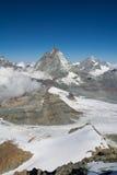 Snö och moln i de schweiziska fjällängarna Royaltyfri Bild