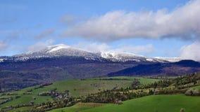 Snö på de Carpathian maxima Royaltyfria Bilder