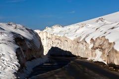 Snö på den Leh - Manali huvudvägen, Indien Arkivbilder