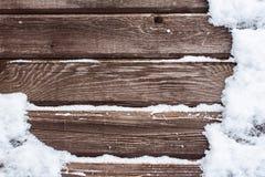Snö på den wood backrounden Royaltyfria Bilder