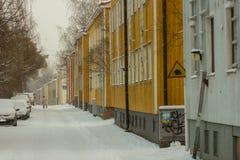 Snö på en tyst gata Arkivbilder