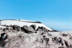 Snö på krater på Mount Etna Arkivbilder