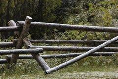 Snö på stångstaketet på den Wyoming ranchen Arkivbild
