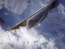 Snö runt om coopen Arkivbild