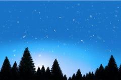 Snö som faller på skog för granträd Arkivbild
