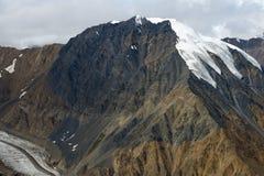 Snö-täckt bergmaximum och glaciär i Kluane nationalpark, Y Arkivbilder