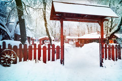 Snö täckt port Arkivbild