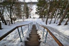 Snö-täckt trappa som ner går Royaltyfria Bilder