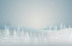 Snö-täckte granar för vinter skog på kullen Landskap som bakgrund är kan det använda julillustrationtemat Arkivbilder