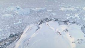 Snö täckte land, ishavet Antarktis skott stock video