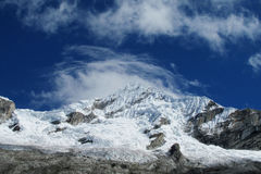 Snöa berget i Huascaran, den Santa Cruz treken i Peru Arkivfoto