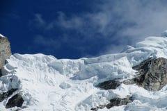 Snöa berget i Huascaran, den Santa Cruz treken i Peru Arkivfoton