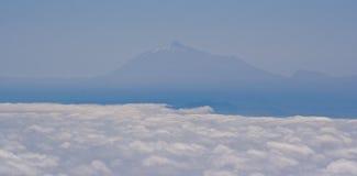 Snöa den korkade spetsen av den Teide vulkan, Tenerife Arkivbilder