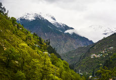 Snöa det korkade berget i Naran Kaghan Valley, Pakistan Royaltyfri Bild
