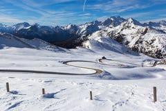 Snöa landskapet av Passo Giau, Dolomites, Italien fotografering för bildbyråer