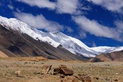 Snöa maximala berg av Ladakh, det Changla passerandet, Leh, Jammu and Kashmir, Indien Arkivfoton