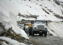 Snöa vägen i Manali, Kashmir, Indien Fotografering för Bildbyråer
