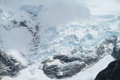 Snöanf som är glaciar i bergen Royaltyfria Foton