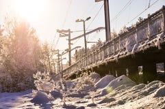Snöat staket på järnvägstationen Royaltyfri Fotografi