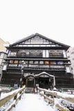 Snöbana till det japanska huset Royaltyfria Foton