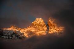Snöberg i soluppgånghärlighet i Yubeng Royaltyfria Foton