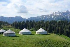 Snöberg med yurts royaltyfria bilder