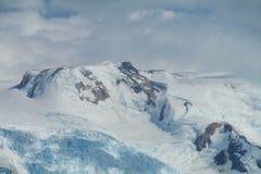 Snöberg på dåligt väder Royaltyfri Fotografi