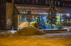 Snöborttagning i staden Royaltyfria Foton
