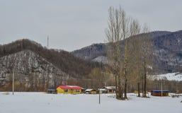 Snöby i det Mohe länet, Kina arkivbild