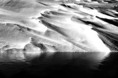 Snödriva och vatten Royaltyfri Foto