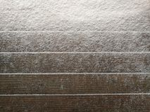 Snödriva på trä stiger ombord med tomt utrymme eller rum för kopia royaltyfri bild