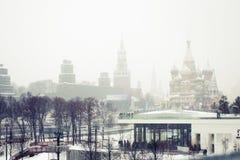 Snöfall i Moskva, Ryssland Rysk vinter Royaltyfri Foto