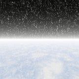 Snöfall på en natthimmel Fotografering för Bildbyråer