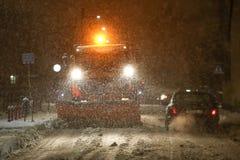 Snöfall på gatorna av Velika Gorica, Kroatien arkivfoto
