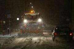 Snöfall på gatorna av Velika Gorica, Kroatien arkivbilder