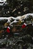 snöfall på julmarknadsplats i adventen december 2 royaltyfria foton