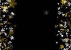 Snöfallbakgrund med guld- snöflingor som är suddiga i mörkret Royaltyfri Fotografi