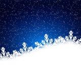 Snöflingabakgrund med fallande snö vita röda stjärnor för abstrakt för bakgrundsjul mörk för garnering modell för design Royaltyfria Bilder