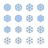 Snöflingateckenuppsättning Blåa snöflingasymboler som isoleras på vit bakgrund Snöflingakonturer Symbol av snö, ferie vektor illustrationer