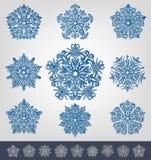 Snöflingor för garneringar för jul och för nytt år Royaltyfri Bild