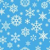 Snöflingor på blå bakgrund Royaltyfri Illustrationer