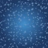 Snöflingor på blå lutning Arkivfoto