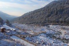 Snöflod i det Niubei berget Arkivbilder