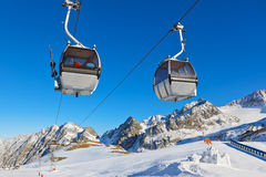 Snöfortet i berg skidar semesterorten - Innsbruck Österrike Royaltyfri Bild